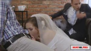 Fudendo a noiva na frente do futuro marido