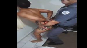 Soldado da PM socando no cu do ladrão porno gay