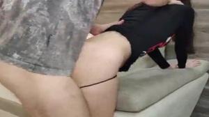 Pegou filha da empregada assistindo porno