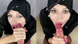Mulher árabe gostosa recebendo gozada na sua cara