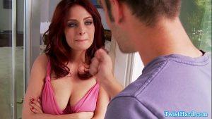 Peituda da buceta rosa gemendo alto durante sexo quente