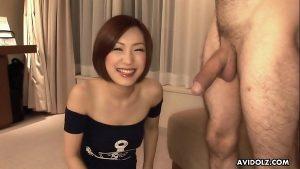 Novinha asiática boqueteira mamando pau do gringo