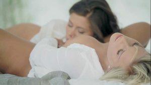Dedando buceta melada da amiga gostosa lésbica