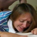 Filho pré adolescente e mãe e ensinar