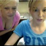 Mae e filha chupando peitos